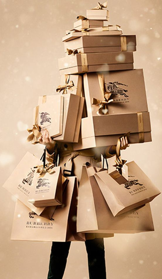 Simply wrap your gifts in brown kraft paper and embellish with similarly colored tags and contrasting ribbons. #giftwrap #ribbon
