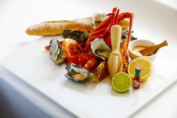24 hours @Hayman Great Barrier Reef   12pm: A seafood lunch feast at the Beach Pavillion. #food #wine #whitsundays