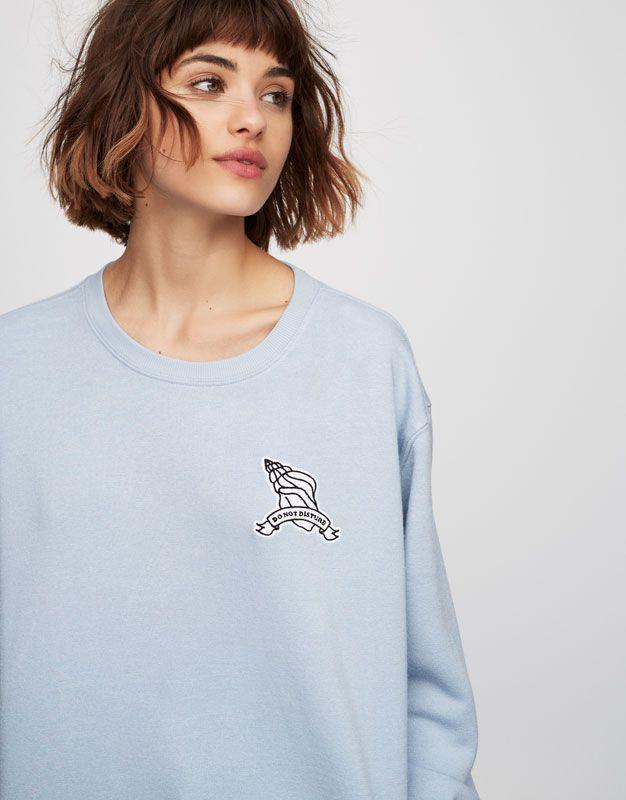 Pull&Bear - mujer - teen girls collection - sudaderas - sudadera parche caracola - azul empolvado - 05292314-V2017