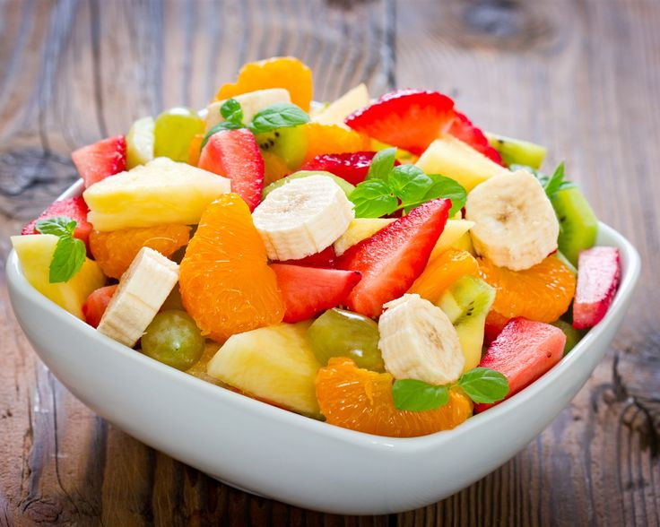 Десерт, фруктовый салат, бананы, мандарины, клубника, ананас, листья мяты Обои - 1280x1024