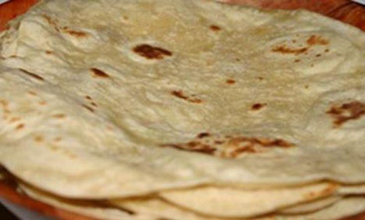 """""""Surinaamse Roti gevuld met Aardappelen"""" """"Surinaams Eten""""             http://www.youtube.com/user/MaharajaXpress"""