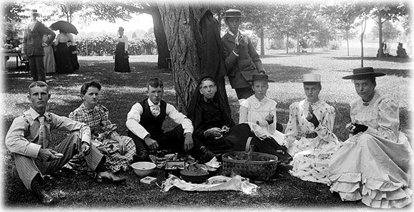 How to Have an Old-Fashioned Victorian Picnic