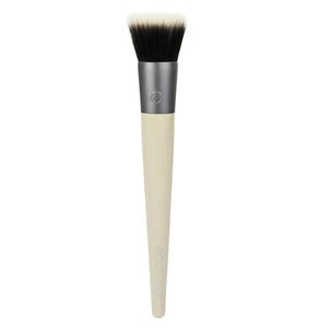 The SEAMLESS STIPPLING brush is designed with duo fiber bristles for soft application and layering of foundation, blush or highlighters to create a photo-ready finish.