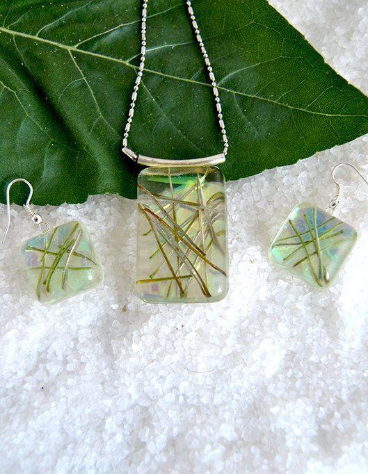 Resin Pendant with Pine Needles / Colgante por MultiDecorArtesania