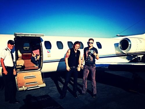 Teen Choice performance now headed to make our slot on the Dirt Road Diaries Tour!#crazy#jet#fgl