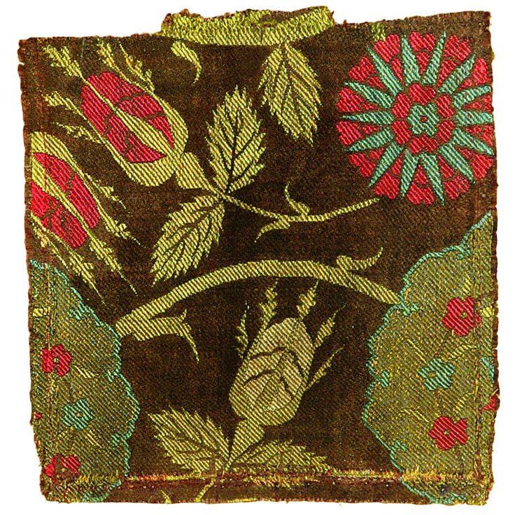 Ottoman Silk Fragment, 16th century.Turkey. Silk and metal thread. Lampas weave.