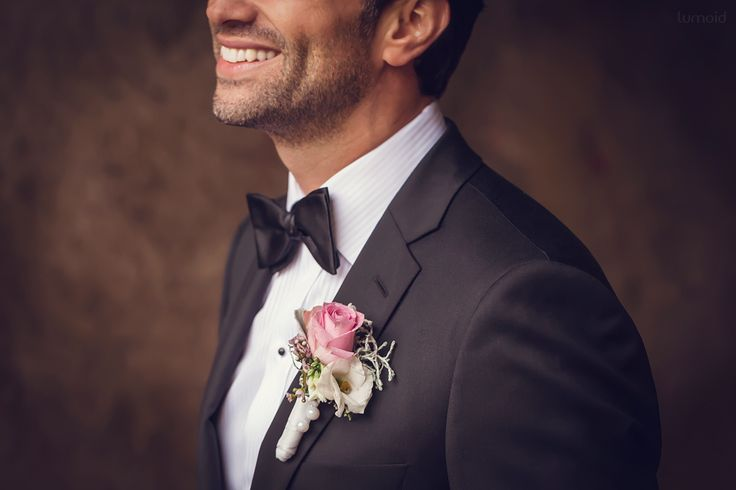 *p - Proko, the groom  #groom #wedding #weddinginspiration #fly #hochzeitsfotografin #hagen #black #pink #bouquet