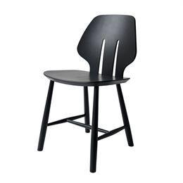 Ejvind A. Johansson J67 - Sort Stol - Klassisk stol i fuldendt formsprog