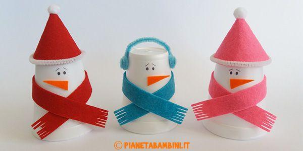 Lavoretto pupazzi di neve con feltro e bicchieri termici