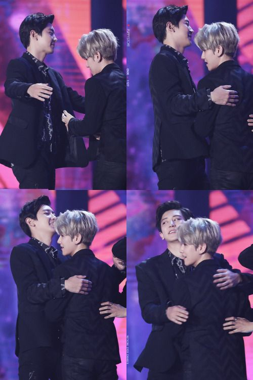 Chanyeol, Baekhyun - 171202 2017 MelOn Music Awards Credit: Puppy Store. (2017 멜론 뮤직 어워드)