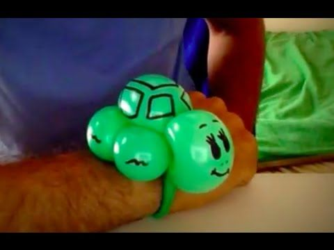 Easy balloon animals for beginners. Balloon twisting tutorials will help you learn making a balloon turtle balloon animal bracelet gift. This figure is for b...