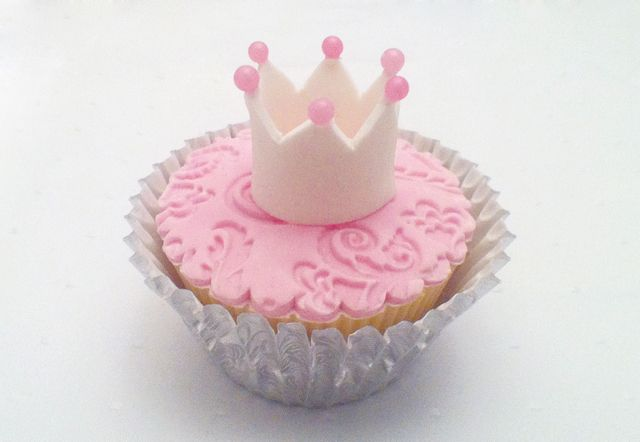 How to make a Crown Cupcake topper