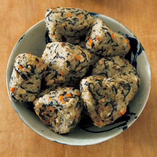 煮汁と米と具が混ぜやすい深めのフライパンで、気楽に挑戦。