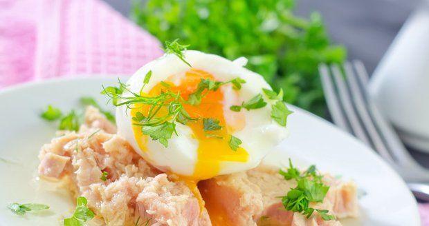 Vajíčko s tuňákem? Proč ne, je to ideální dietní jídlo - zdravé, lehké a přitom výživné. Přidejte třeba zeleninu.
