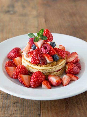 「J.S. PANCAKE CAFE」の「ストロベリー ミルフィーユ パンケーキ(500%増量)」
