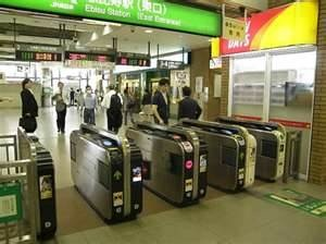 wondering when can indonesian people can experience this kind of machine,,, though in many railway station have  these machine but we never use it,,, maybe someday we can,,, #cross fingers