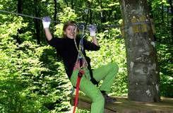 Der Kletterwald Freudenberg bietet auch Trails für ganz kleine Wipfelstürmer. Eine Anmeldung ist in jedem Fall zu empfehlen, trockenes Wetter ist Voraussetzung für sicheren Kletterspaß