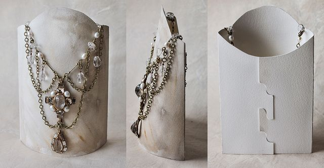 Card paper jewellery stand - Free Pattern