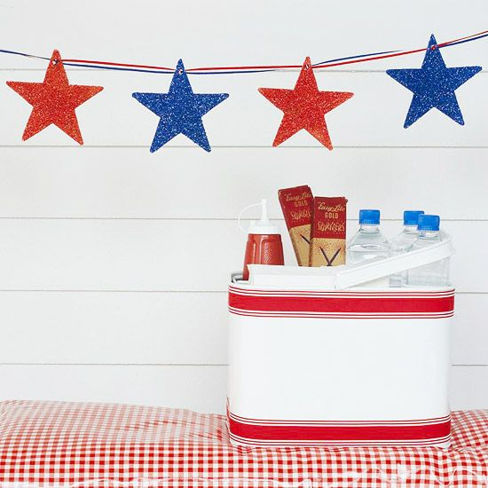 Make your own star-spangled garland with posterboard and glitter. More patriotic DIY decorations: http://www.bhg.com/holidays/july-4th/decorating/easy-diy-decorations-for-the-4th-of-july/?socsrc=bhgpin051812=1: Fourth Of July, Red White Blue, 4Th Of July, Red And Blue, Parties Ideas, July 4Th, Memories Day, Stars Garlands, Parties Decor