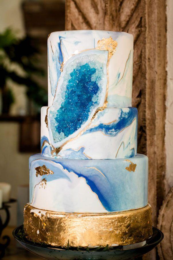 Geode Hochzeitstorten wie auf Hochzeitsblog Humming Heartstrings zu sehen. Weiterlesen: www …   – Hochzeit