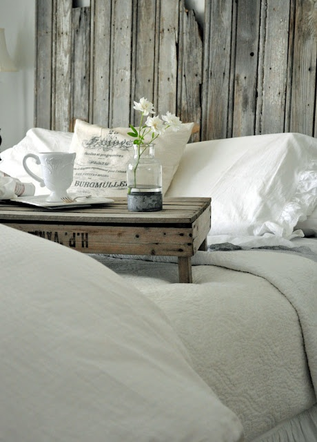 Love the simplicity of this!: Breakfast In Beds, Sunday Morning, Vintage Home, Bedrooms Design, Breakfast Trays, Design Bedrooms, Vintage Bedrooms, Beds Trays, Bedrooms Decor
