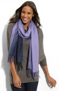 comment mettre porter et nouer un foulard echarpe. Black Bedroom Furniture Sets. Home Design Ideas