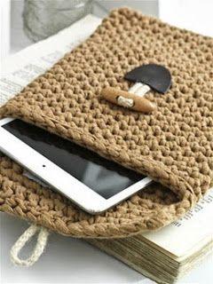 Tablet sleeve, free pattern by @Hoooked Official Pinterest NL #crochet #gratispatroon #haken