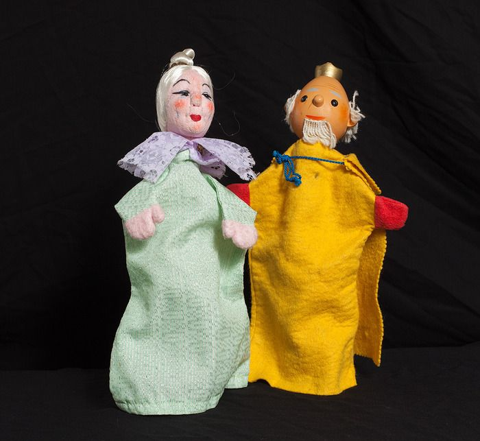 Auction item 'Vintage King and Queen Hand Puppets (2)' hosted online at 32auctions.