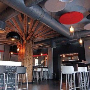Plafond voorzien van ronde gestoffeerde en akoestische producten. www.kantoorinrichters.nl