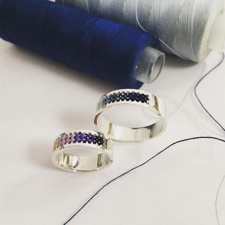 Een prachtige set ringen klaar voor een bijzondere reis naar Japan! --- Beautiful rings ready to be shipped to Japan! #handgemaakt #sieraden #geborduurd #ring #zilver #silver #embroidery #ring #jewelry #jewelrydesign #japanjewelry