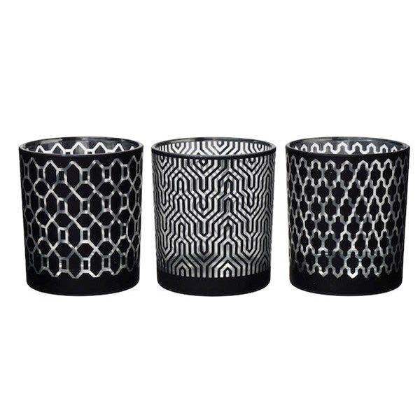 Värmeljushållare Holly i glas med svart- och silverfärgat mönster. Mått: Ø 8,7 cm, H: 10 cm. Finns med tre olika mö...