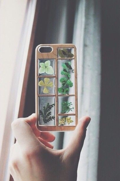<3 @benitathediva   Phone cover: flowers, iphone, iphone case, cute, our favorite accessories, wooden case