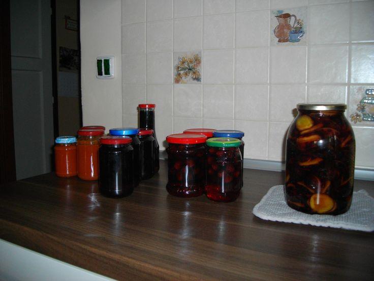 Moje zavařování - rajčatový protlak, ostružiny, aronie a švestky