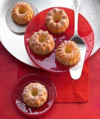 Mini-Gugelhupfe mit getrockneten Aprikosen für das Picknick