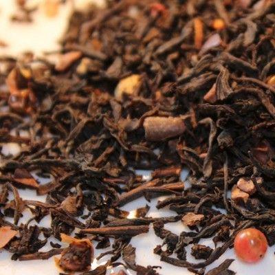 TE' NERO FORZA DEL DESTINO Al gusto di cioccolato al peperoncino. Ingredienti: miscela di Tè Nero di Ceylon e India, pezzi di cacao, di peperoncino, di cioccolato bianco (zucchero, burro di cacao, latte in polvere, farina di frumento, amido di frumento, germogli di grano, lecitina di soia, emulsionante, aromi, sale), pepe rosa, aromi.