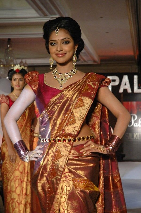 Amala Paul in Silk Saree @ Palam Silkine Fashion Show Photos Amala Paul in Saree Hot Pics @ Palam Silkine12 Fashion Show Photos Stills Gallery (44) – Cinemaparvai.com