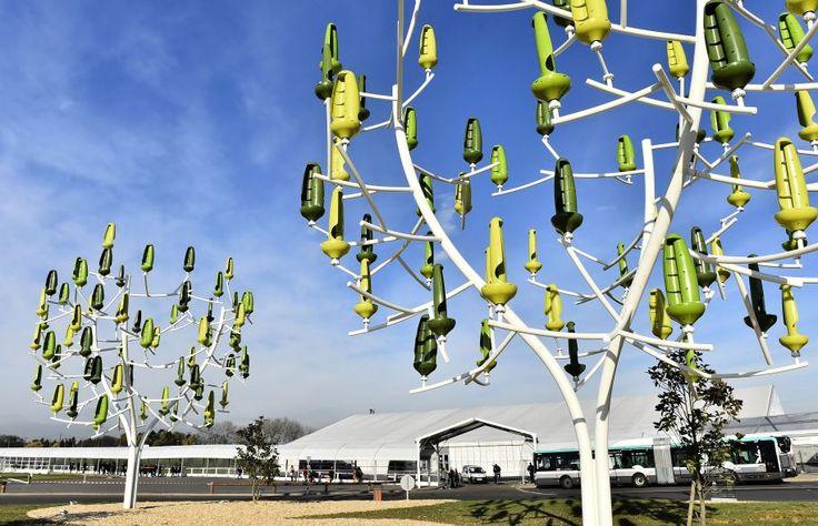 Innovation exposée au Bourget, en marge de la COP21. Ces «arbres à vent» sont en fait des systèmes éoliens où chaque feuille est une miniturbine transformant l'énergie cinétique du vent en énergie mécanique.