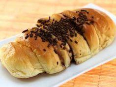 Roti Manis - Yuk kita belajar cara membuat video resep roti manis lembut isi coklat dasar breadtalk hesti ncc kismis bogasari yang paling murah dan ekonomis disini.