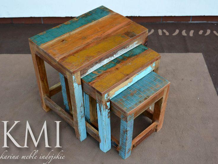 """Komplet trzech stolików wykonanych z drewna pochodzącego z recyklingu. Materiał pozyskiwany jest ze starych mebli, drewnianych elementów architektonicznych - starych drzwi, okien, balkonów. Drewno jest lekko """"podrasowane"""" przetartą farbą. Mebelki piękne i ekologiczne."""