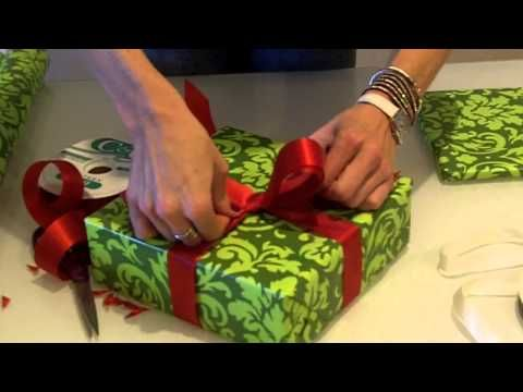 You've Been Tying Ribbons On Christmas Presents All Wrong! Watch How It's Done In This Video. - Daily Spikes