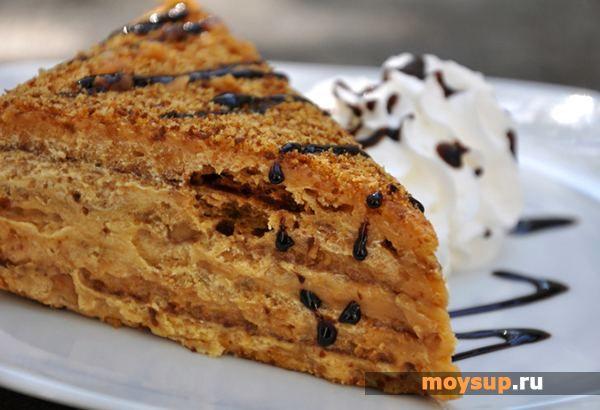 Медовый торт с кремом из сметаны и сгущенки
