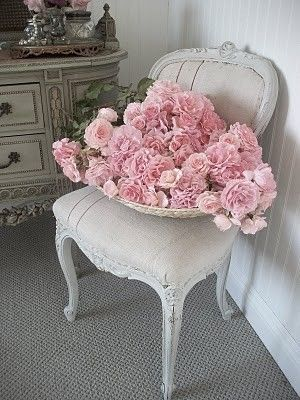 .Decor, Vintage Chairs, Pink Flower, Shabby Chic, Baskets, Pink Rose, Peonies, Shabbychic, Shabby Vintage