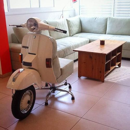 Scooterscene: Do Please Take A Seat.