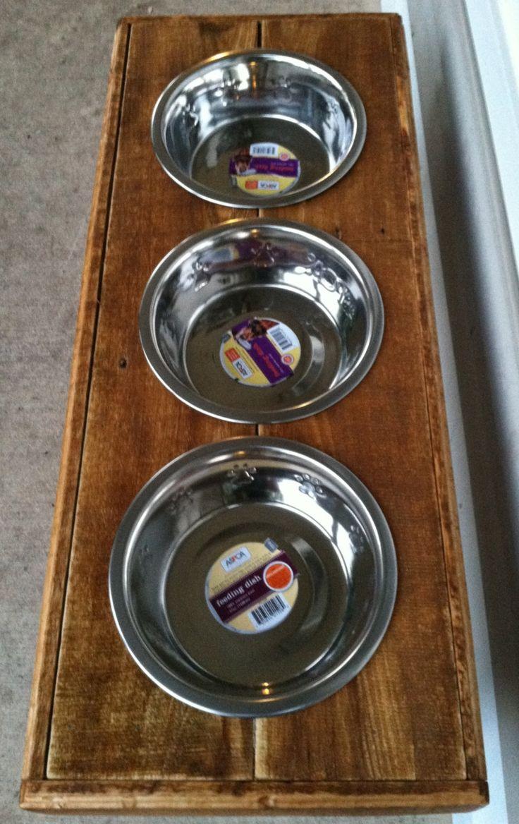 reclaimed rustic pallet furniture dog bowl stand golden. Black Bedroom Furniture Sets. Home Design Ideas