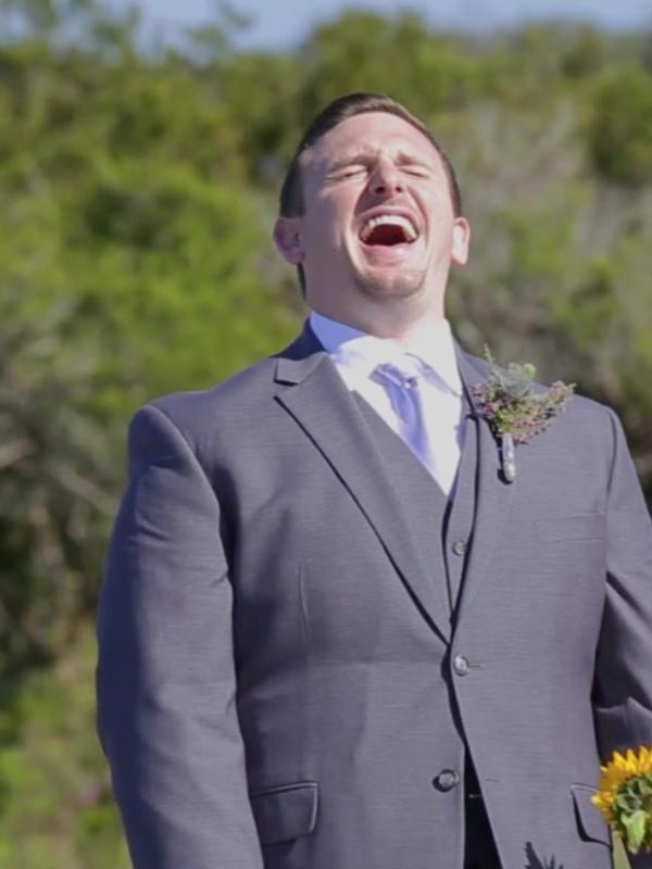 Viral! Pengantin Wanita Pakai Kostum T-Rex di Hari Pernikahan - http://wp.me/p70qx9-7Kw