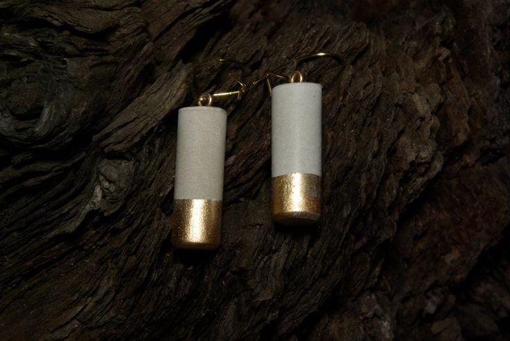 Pendientes Mini columna Oro sumergido de concreto / /