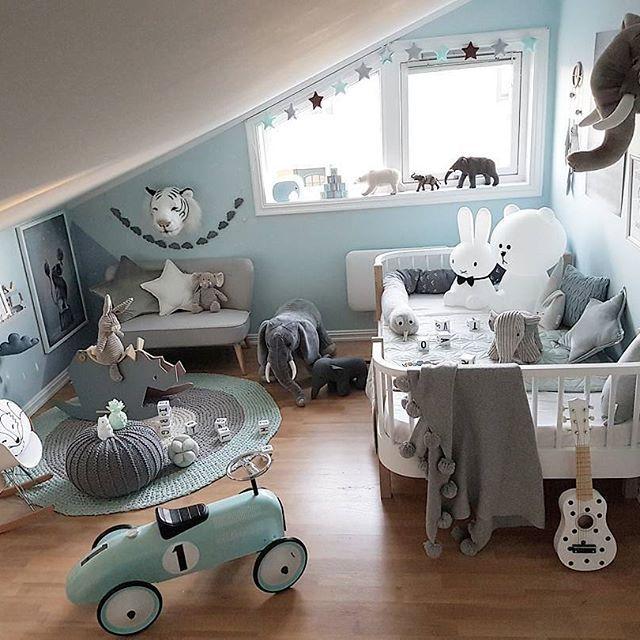 For en fin helg vi hatt på hytta til naboene våre i Tuddal😍🐿 Nyter de siste timene her før vi hiver oss på hjemturen. Ønsker dere en nydelig Søndag 😘 - @oliverfurniture @missmuffet.no #missmuffetno #oliverfurniture #juniorseng @babyshop.no #kidsconcept #sofa •@carmell.no #mrbrown #miffy #camcam #barnerom #wallebeckbabyandchild #puff #barneromsinspo #gutterom #kidsroom #decorforkids #boysroom #kidsroomdecor #interior #playroom #brigbys #inspirasjon #inspration #kidsdesign #kinderzimmer…