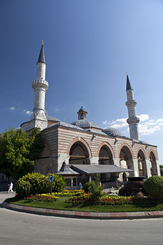 The Old Mosque is an early 15th century Ottoman mosque in Edirne by Ihsan Gercelman on 500px ......Edirne, Turkey.