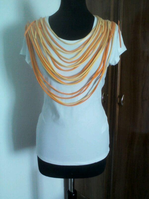 Camiseta collar cintas