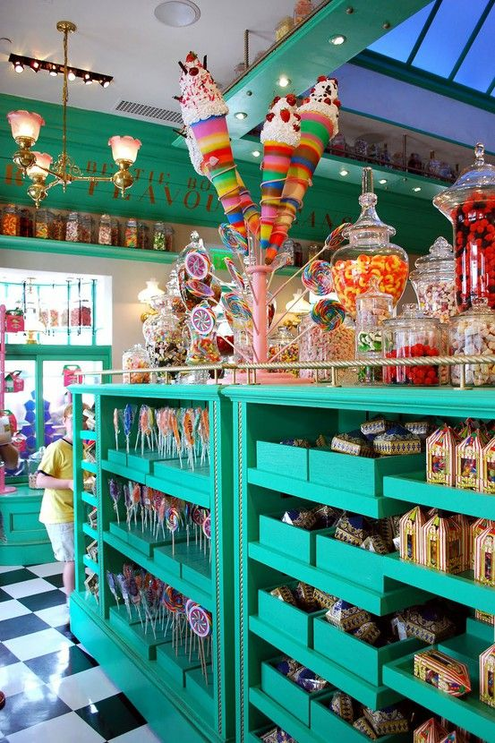 Daisy Pink Cupcake: ~Candy Shop~. I love the colour themes of this store. Has a friendly feel, and makes me just want to buy lots and lots of candy.